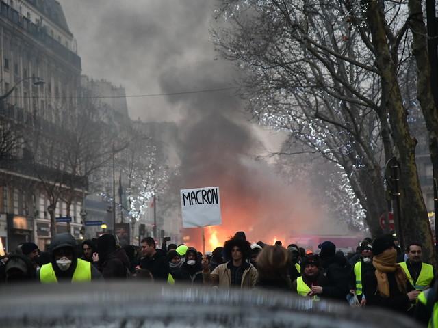 Les gilets jaunes français célèbrent leur premier anniversaire : convergence avec les grèves de travail prévues