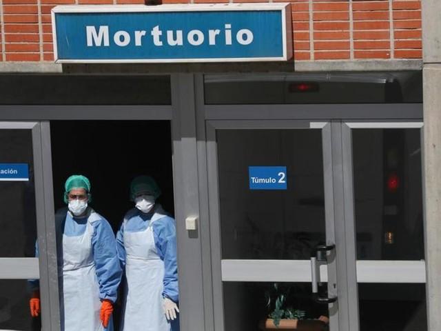Cinq facteurs qui expliquent le très lourd bilan du coronavirus en Espagne