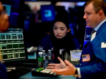 Wall Street ouvre en hausse, rassurée par le commerce