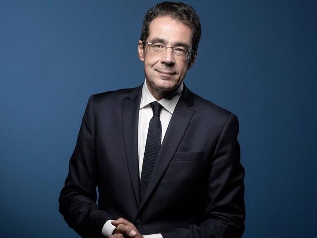 Sur LCI, Darius Rochebin reste en retrait après les accusations en Suisse