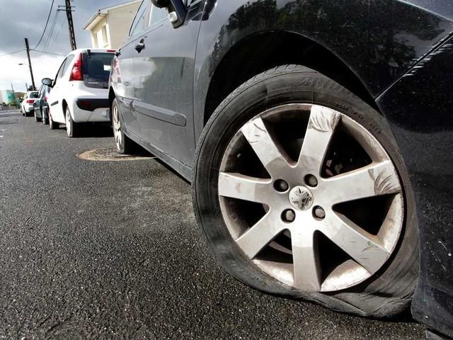 Gironde : une cinquantaine de voitures dégradées et fouillées samedi soir