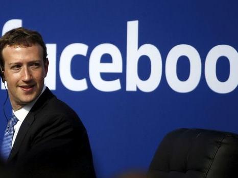 """Facebook part en guerre contre les """"fake news"""" avec l'aide de ses utilisateurs"""