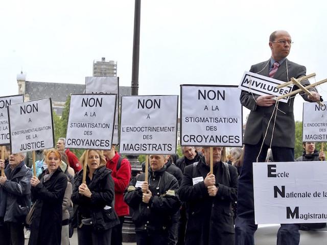 Sectes : la Miviludes placardisée, le gouvernement prévoit de... détruire ses archives