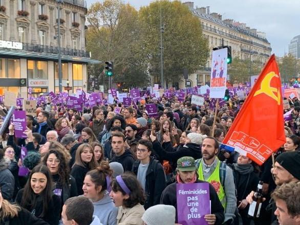 Marine Le Pen explique son absence à la marche contre les violences conjugales