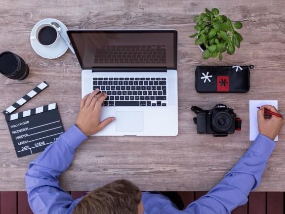 Un cadre législatif et les bons outils pour télétravailler