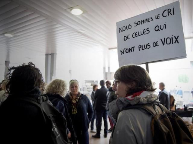 Rassemblement à Poitiers en mémoire de Sarah, tuée par son ex-compagnon