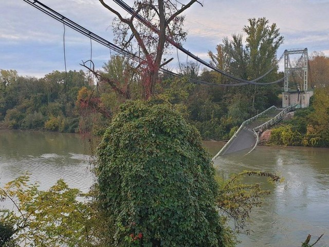 """EN DIRECT - Un pont s'effondre près de Toulouse, au moins 1 mort et """"probablement plusieurs disparus"""""""