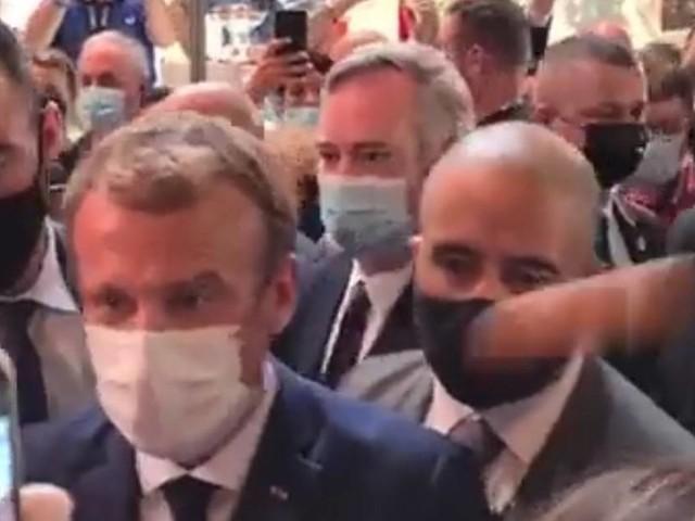 Vidéo - Emmanuel Macron visé par un jet de projectile à Lyon