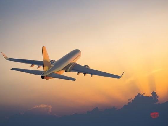 Transport aérien: la surcharge en carburant, une pratique plus rentable mais plus polluante
