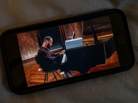 Coronavirus: le pianiste Igor Levit donne un concert de 20 heures