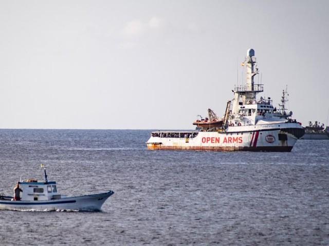 Italie: à contrecœur, M. Salvini laisse débarquer 27 migrants de l'Open Arms