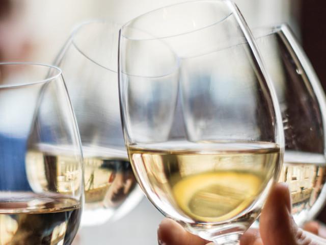 Boire de l'alcool pourrait réduire les risques de démence (à condition de ne pas en abuser)