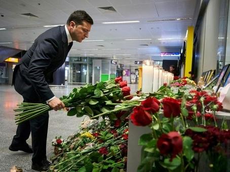"""Crash Ukraine International: l'avion a fait demi-tour après un """"problème"""""""