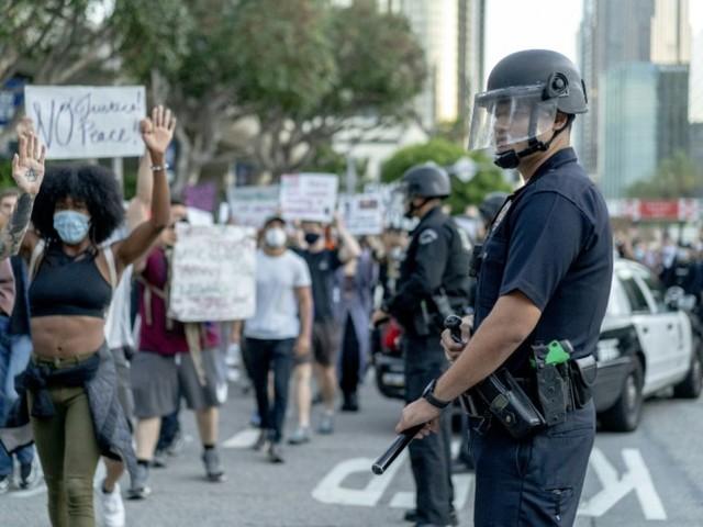 A la demande des militants antiracistes, Los Angeles réduit le budget de sa police