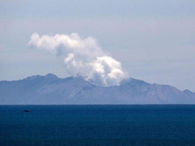 Le volcan entré en éruption en Nouvelle-Zélande encore trop menaçant pour récupérer les corps: «Ce serait de la folie d'y envoyer des hommes»