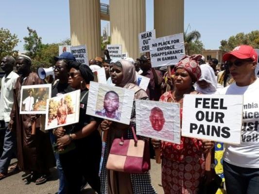 La Gambie ausculte son sombre passé, sans dissiper le fantôme de l'ancien dictateur Jammeh