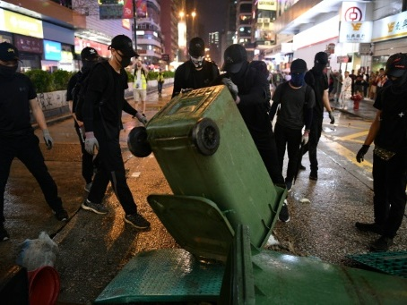 A Hong Kong, la violence des radicaux n'entame pas l'unité du mouvement