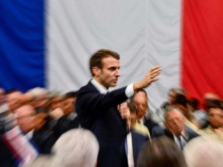 A 20H00, rendez-vous décisif pour Macron avec les Français