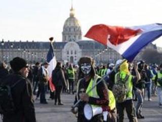 """France: les """"gilets jaunes"""" manifestent pour marquer trois mois de contestation sociale"""