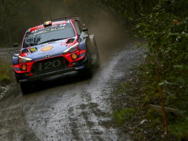Rallye de Grande-Bretagne: Tänak, Ogier et Neuville à la lutte