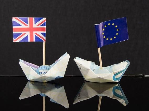 """La Banque d'Angleterre prévoit un Brexit sans accord """"moins grave"""" que prévu"""