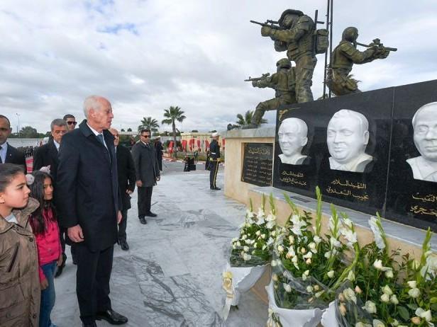 Tunisie – IMAGES: Kaïs Saïed préside la commémoration du martyr des douze agents de la garde présidentielle