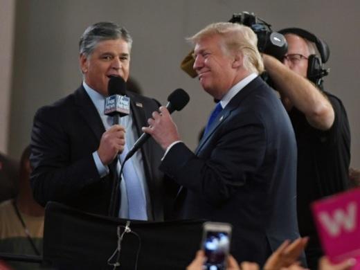 Après sa longue idylle avec Fox, Trump fait les yeux doux à une chaîne plus jeune