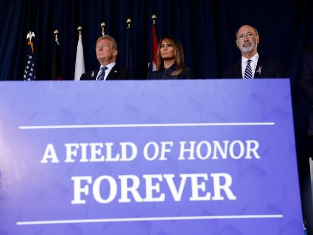 """11 Septembre: Trump rend hommage aux """"vrais héros"""" du vol 93"""