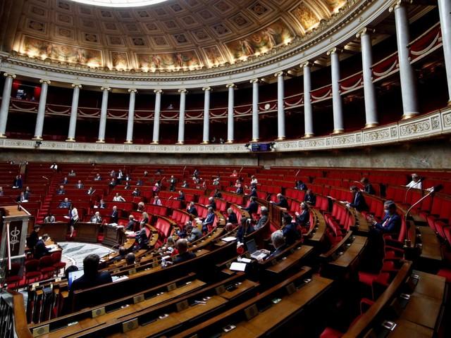 Hôpitaux et Ehpad : l'Assemblée vote contre le pass sanitaire pour les patients et visiteurs