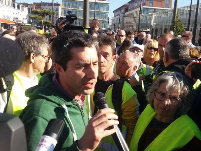 Le député François Ruffin au Mans pour soutenir les Gilets jaunes sarthois