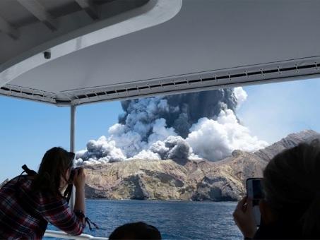 Nouvelle-Zélande: cinq morts dans l'éruption d'un volcan