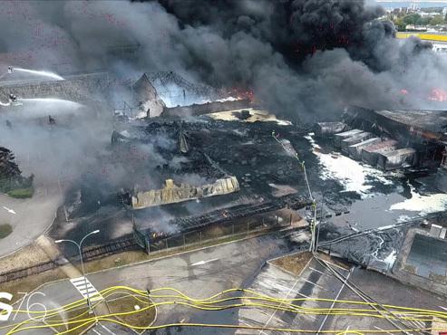 Incendie à Rouen: le gouvernement prêt à dévoiler la liste des produits brûlés