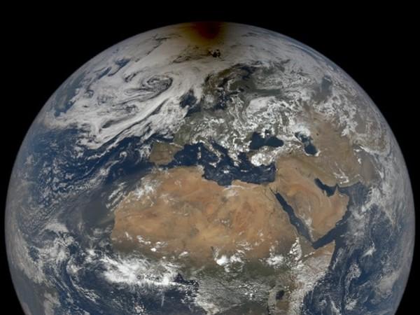 NASA : cette photo de la Terre avec l'ombre de la Lune lors d'une éclipse solaire est impressionnante