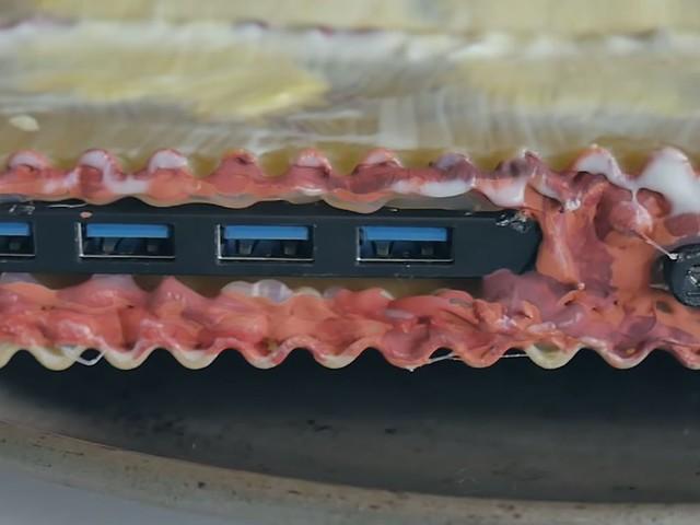 Ce passionné a fabriqué un ordinateur avec des lasagnes… et il fonctionne !