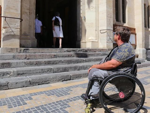 Narbonne : un campus avec J'Aime Narbonne sur la place des handicaps