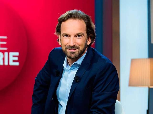 «La Grande Librairie» : François Busnel reçoit James Ellroy