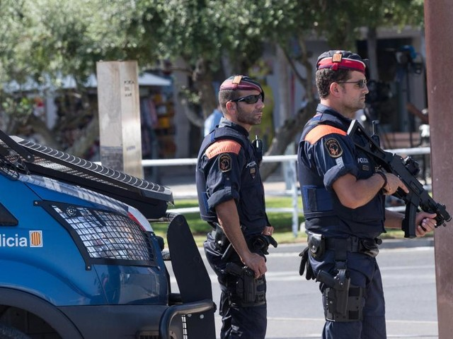 Attentats: dispositif policier en cours en Catalogne