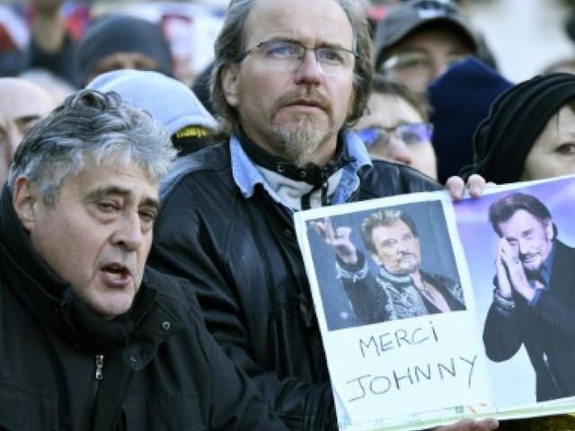 """""""Comme une dernière grande tournée"""", les fans de Johnny sont au rendez-vous"""