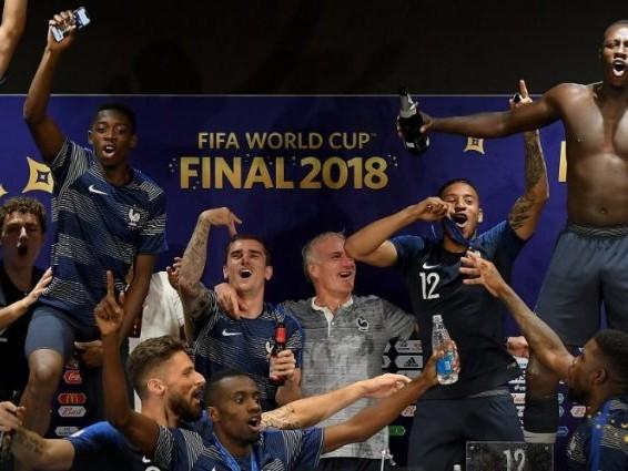 Coupe du Monde 2018 - Bleus: Dans les coulisses d'une zone mixte très agitée