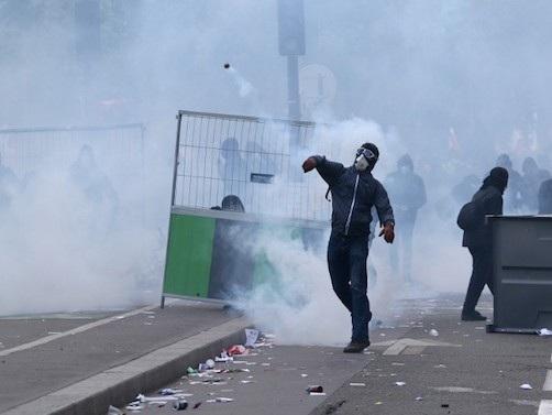 """""""Paris capitale de l'émeute"""" : les autorités redoutent un 1er mai """"extrêmement violent"""""""