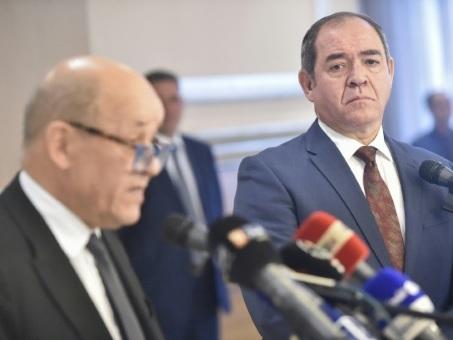Le chef de la diplomatie française à Alger pour relancer les relations bilatérales