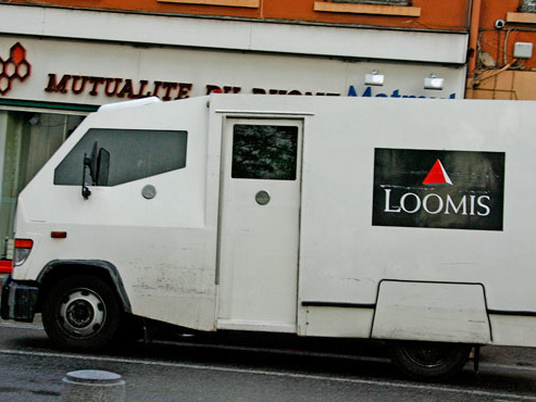 Courte cavale pour le convoyeur de fonds disparu avec le butin en France: il a été interpellé avec une potentielle complice