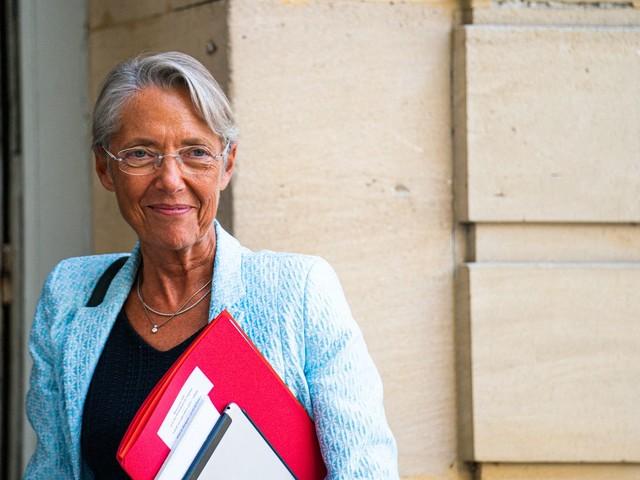 """Elisabeth Borne annonce """"un plan inédit"""" pour les chômeurs longue durée"""