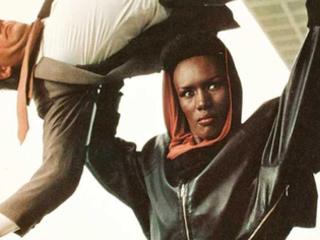 Pourquoi Grace Jones a grave les boules contre James Bond