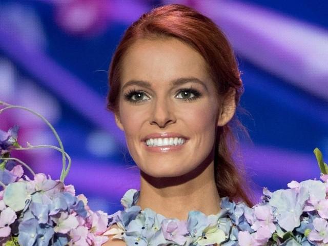 Miss Univers 2019 : Maëva Coucke chute en plein défilé, elle réagit (VIDÉO)