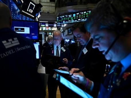 Wall Street ouvre en baisse, doutant des progrès commerciaux
