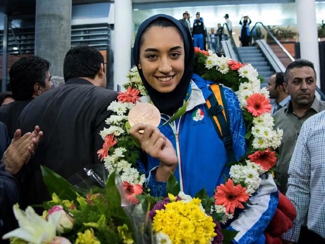 Iran : la seule femme médaillée olympique, Kimia Alizadeh, fait défection