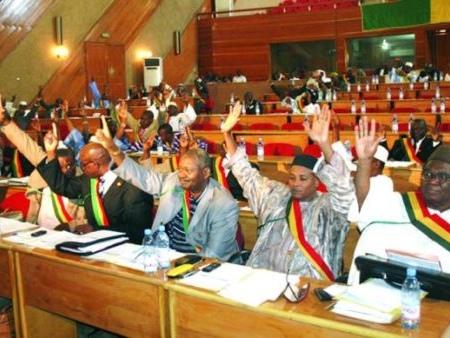 Aide publique aux partis politiques: Des réactions partagées