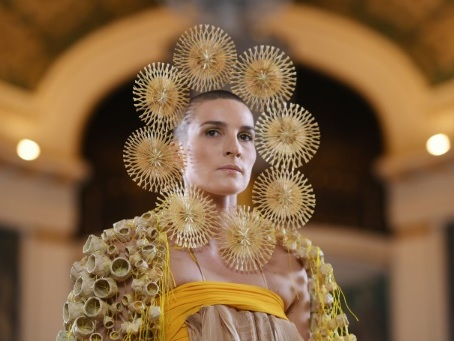 Haute couture: voyage au Mexique risqué mais réussi pour Maurizio Galante