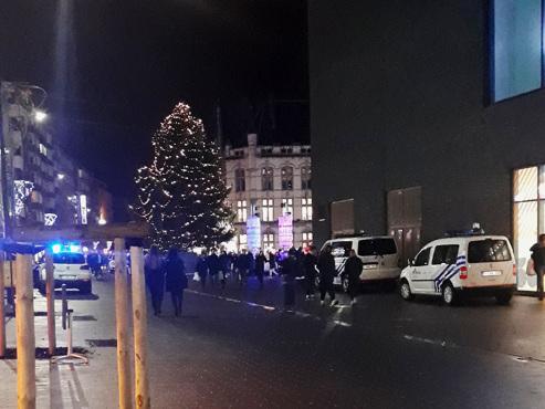"""""""Que se passe-t-il à Rive Gauche à Charleroi ? """": des policiers fouillent le centre commercial"""